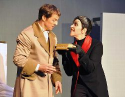2011 Faust - Mephisto (Marianne Thiel) und Faust (Andreas Roskos) in Gretchens Zimmer